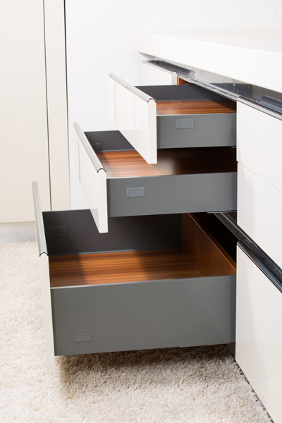 Kitchen fittings direct uk news for Ready made kitchen drawers